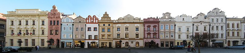800px-Pardubice_Pernstynske_namesti_jv_strana.jpg